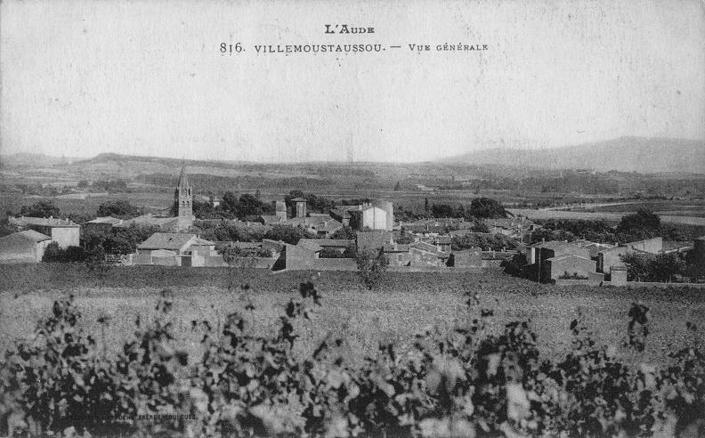 Carte postale ancienne représentant une vue générale de Villemoustaussou